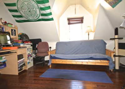 300-05 livingroom